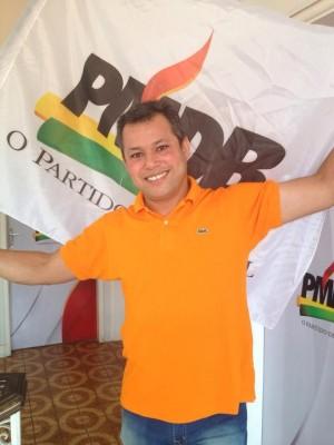 Após levar um cartão vermelho do PSB do senador Antônio Carlos Valadares, o ex-prefeito de Capela e deputado estadual eleito, Manoel Sukita, aceitou o convite do governador Jackson Barreto e resolveu filiar-se ao PMDB/SE