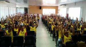 Trabalhadores aprovam greve