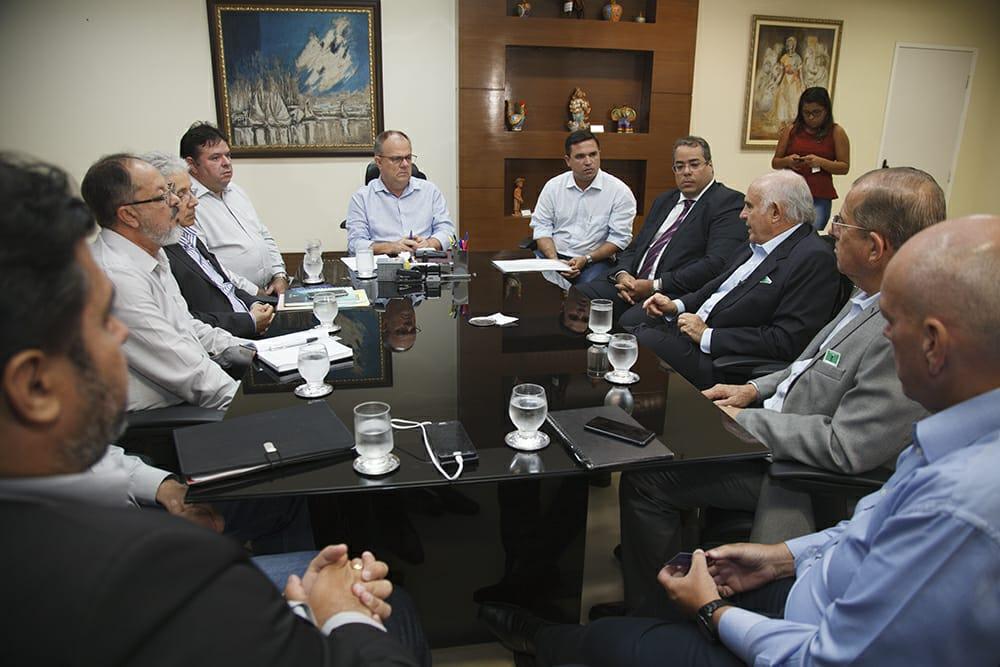 513df9679 Belivaldo recebe representantes do Grupo Vulcabras/Azaleia - Universo  Político